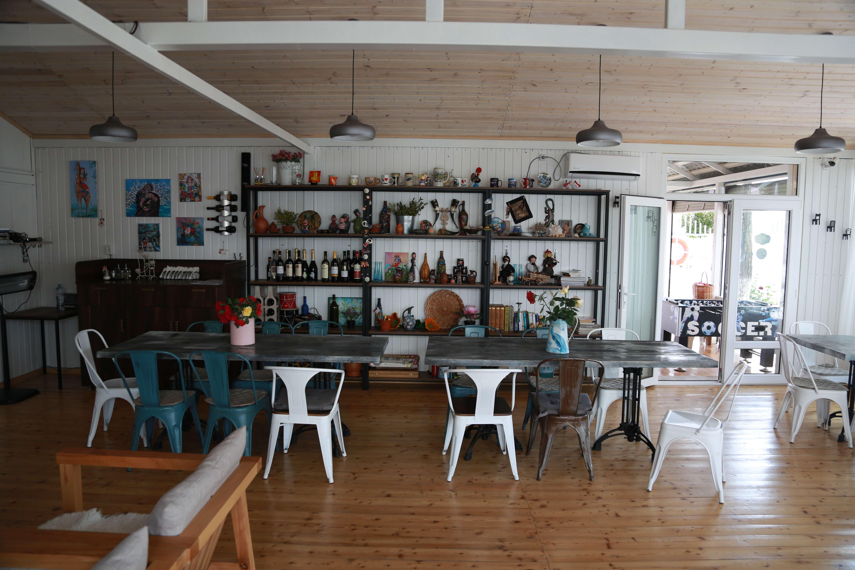 Ресторан бар на озере