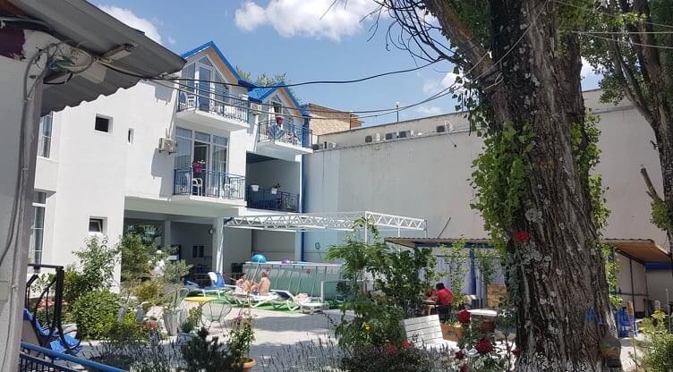 Пляжная гостиница на Базалети в Грузии
